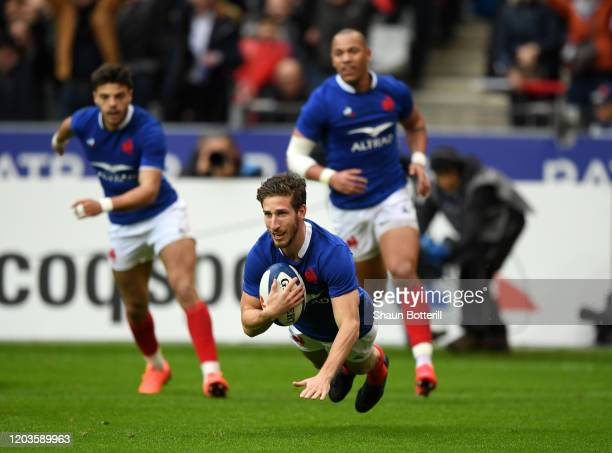 Vincent Rattez of France scores the first try during the 2020 Guinness Six Nations match between France and England at Stade de France on February...