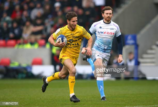 Vincent Rattez of La Rochelle breaks away toscore their opening try during the Heineken Champions Cup Round 2 match between Sale Sharks and La...