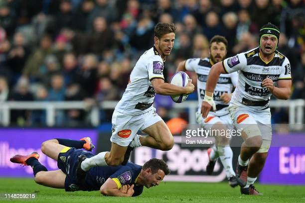 Vincent Rattez of La Rochelle makes a break under pressure of Greig Laidlaw of ASM Clermont Auvergne during the Challenge Cup Final match between La...