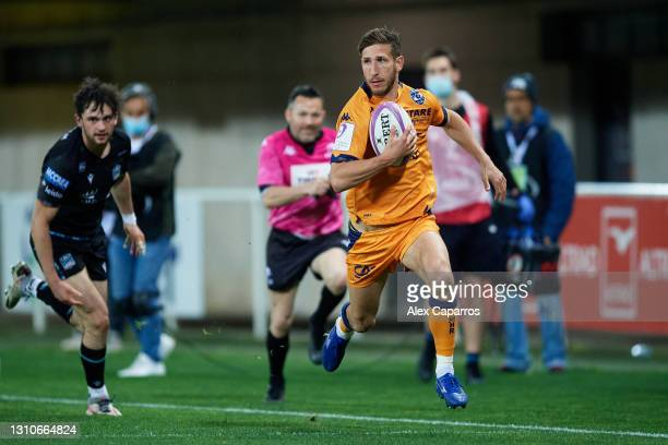 Vincent Rattez of Montpellier runs with the ball during the Round of 16 Challenge Cup match between Montpellier and Glasgow Warriors at GGL Stadium...