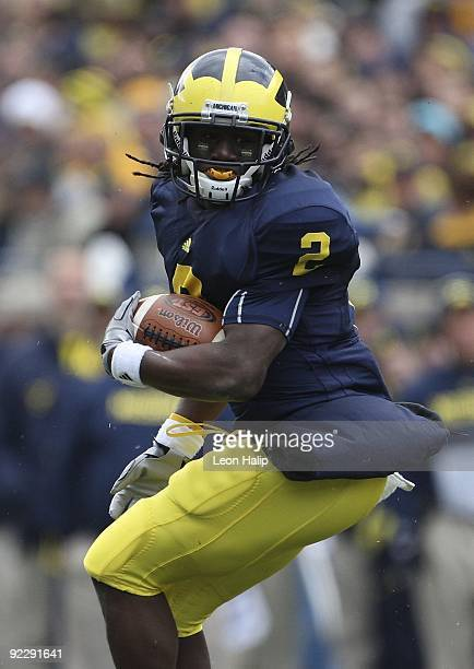 Vincent Smith of the Michigan Wolverines runs for a first down against the Delaware State Hornets in the first quarter at Michigan Stadium on October...