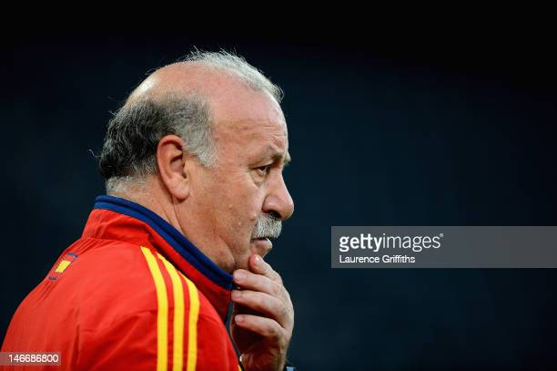 Vincente Del Bosque of Spain watches over his players during a training session at Donbass Arena on June 22 2012 in Donetsk Ukraine