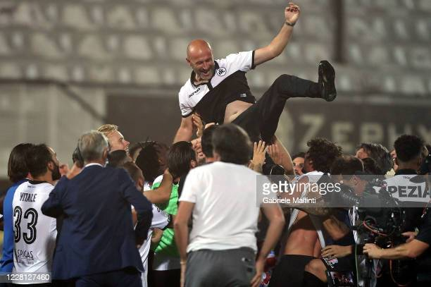 Vincenzo Italiano of ASC Spezia celebrate promotion to Serie A during the Serie B Playoff Final second leg match between Spezia Calcio and Frosinone...