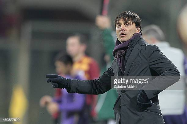 Vincenzo Montella head coach of ACF Fiorentina shouts instructions to his players during the UEFA Europa League group K match between ACF Fiorentina...