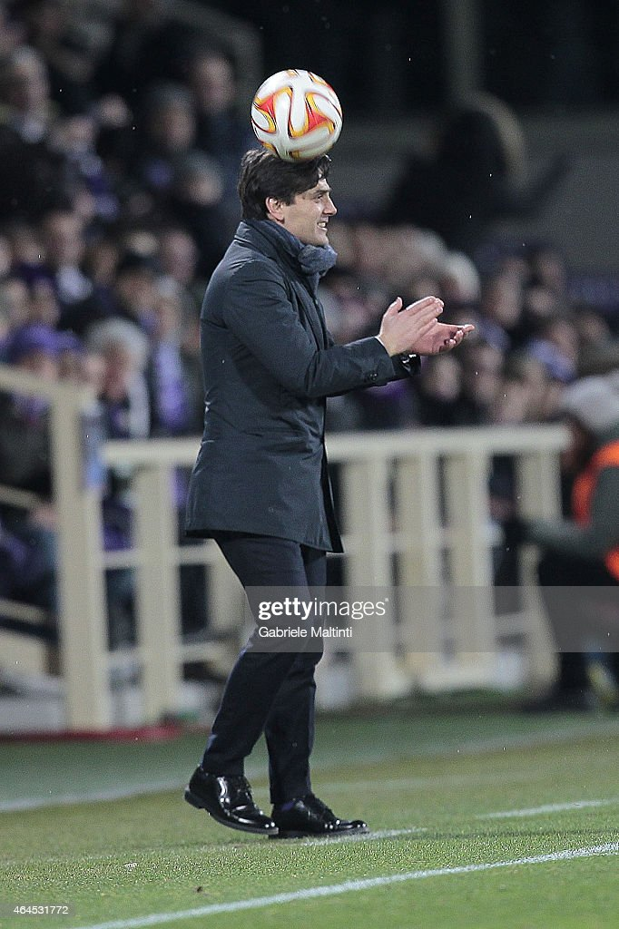 Vincenzo Montella head coach of ACF Fiorentina shouts instructions to his players during the UEFA Europa League Round of 32 match between ACF Fiorentina and Tottenham Hotspur FC at Artemio Franchi stadium on February 26, 2015 in Florence, Italy.