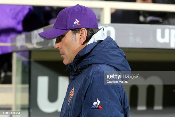Vincenzo Montella manager of ACF Fiorentina looks on during the Serie A match between ACF Fiorentina and AS Roma at Stadio Artemio Franchi on...