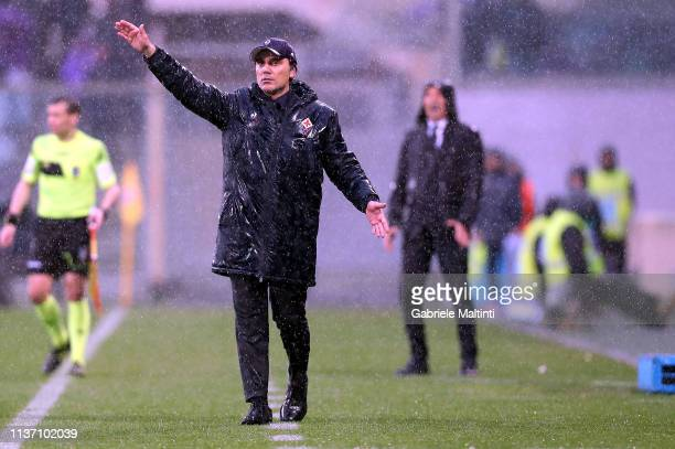 Vincenzo Montella manager of AFC Fiorentina gestures during the Serie A match between ACF Fiorentina and Bologna FC at Stadio Artemio Franchi on...