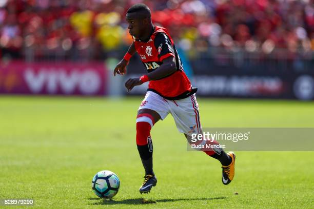 Vinicius Jr of Flamengo controls the ball with of Vitoria during a match between Flamengo and Vitoria as part of Brasileirao Series A 2017 at Ilha do...