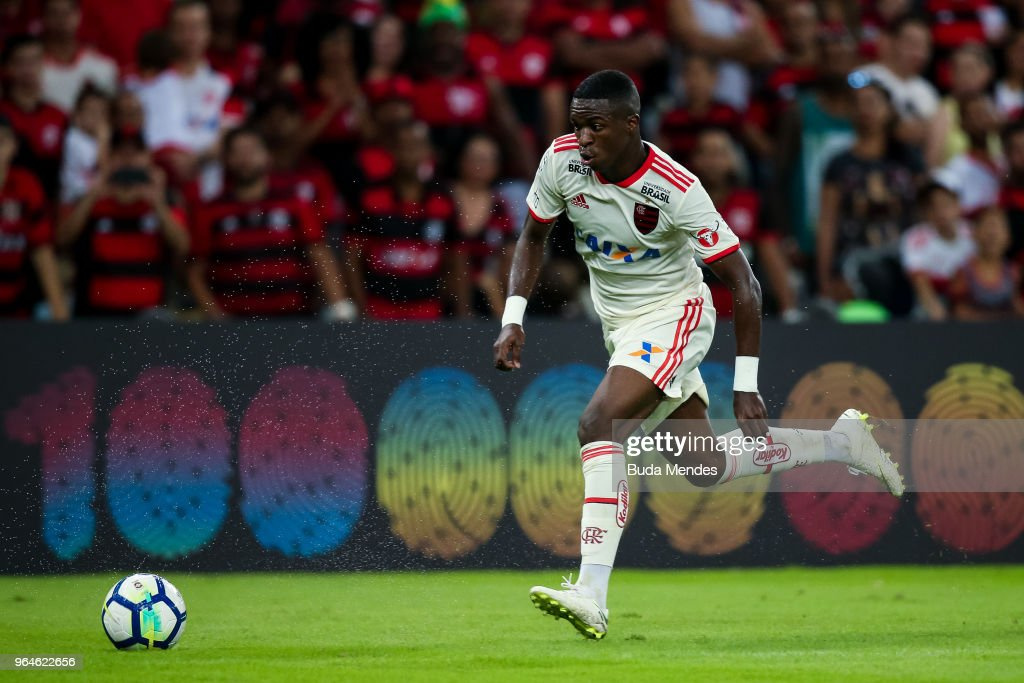 Vinicius Jr of Flamengo runs with the ball during a match between Flamengo and Bahia as part of Brasileirao Series A 2018 at Maracana Stadium on May 31, 2018 in Rio de Janeiro, Brazil.