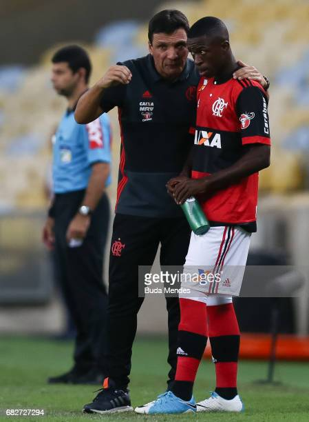Vinicius Jr of Flamengo speaks with the head coach Ze Ricardo during a match between Flamengo and Atletico MG part of Brasileirao Series A 2017 at...