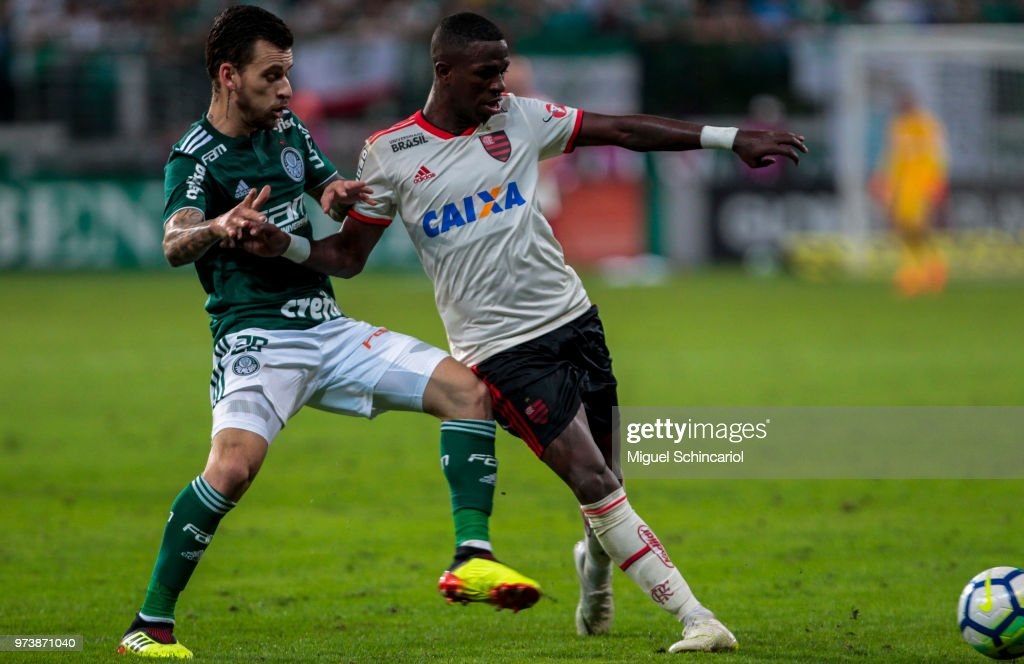 Vinicius Jr (R) of Flamengo vies the ball with Lucas Lima of Palmeiras during a match between Palmeiras and Flamengo for the Brasileirao Series A 2018 at Allianz Parque Stadium on June 13, 2018 in Sao Paulo, Brazil.