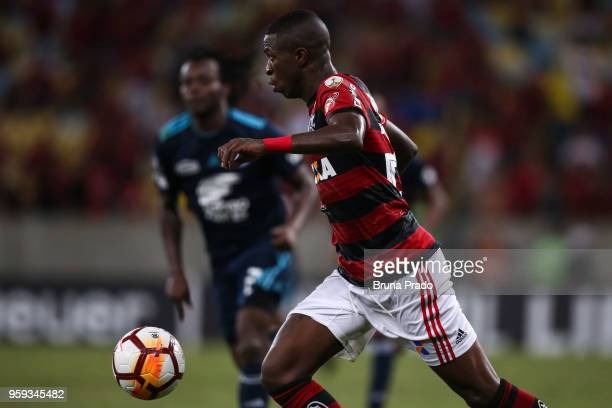 Vinicius Junior of Flamengo runs for the ball during a Group Stage match between Flamengo and Emelec as part of Copa CONMEBOL Libertadores 2018 at...