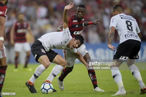 Vinicius Junior of Flamengo struggles for the ball with Balbuena of Corinthians during the match between Flamengo and Corinthians as part of...