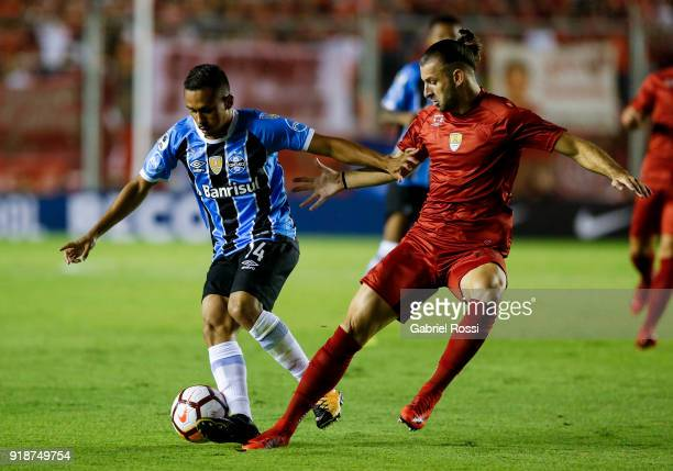 Vinicius Lima of Gremio fights for the ball with Gaston Silva of Independiente during the first leg match between Independiente and Gremio as part of...