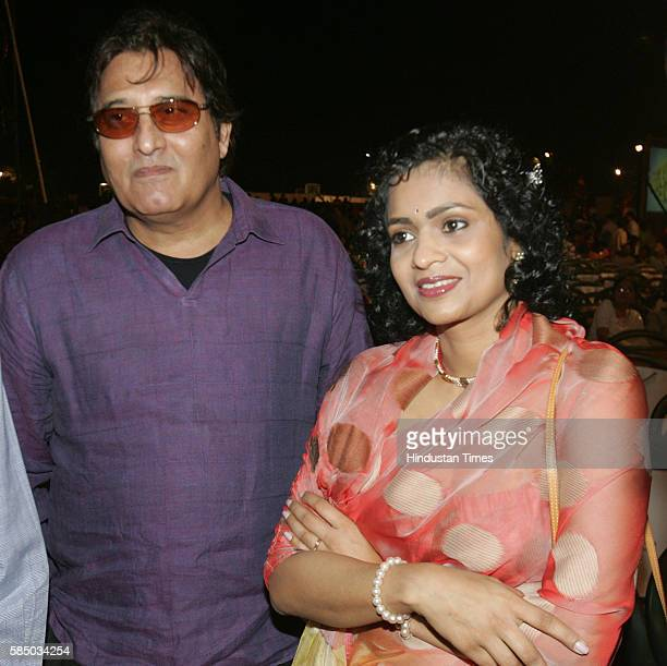 Vinod Khanna with his wife