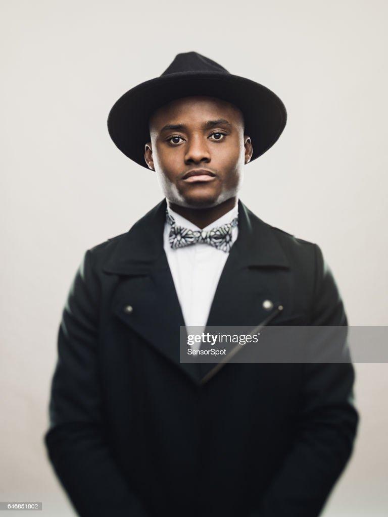 Vintage afroamerikanische Mann mit schwarzem Anzug und Hut : Stock-Foto