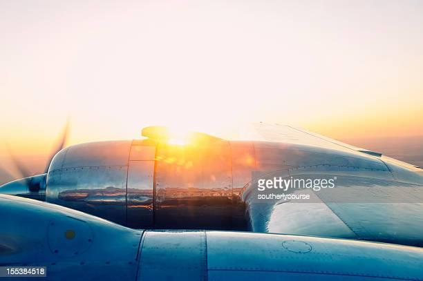 Vintage avion au coucher du soleil