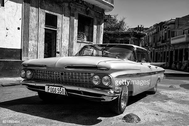 vintage american car 1959 chevrolet impala in havana cuba - chevrolet impala stock pictures, royalty-free photos & images