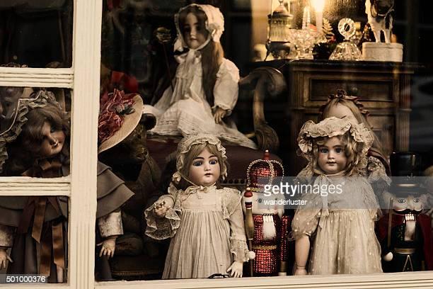 Vintage alte Puppen und Nutcrackers