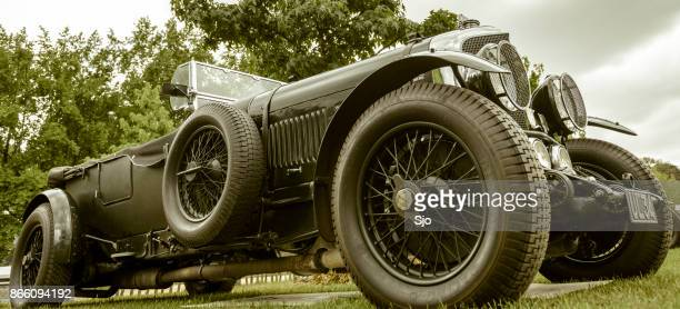 vintage bentley 6 1/2 litre english classic car in british racing green - 1920 car stock photos and pictures