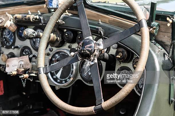 vintage bentley classic car dashboard - sjoerd van der wal or sjo stockfoto's en -beelden