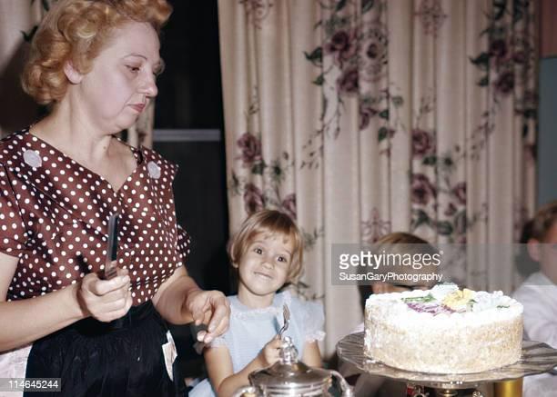 vintage birthday party for four year old girl - happy birthday vintage stockfoto's en -beelden