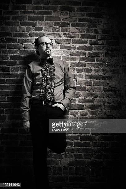 Vintage Butler Mann Rauchen einer Zigarette