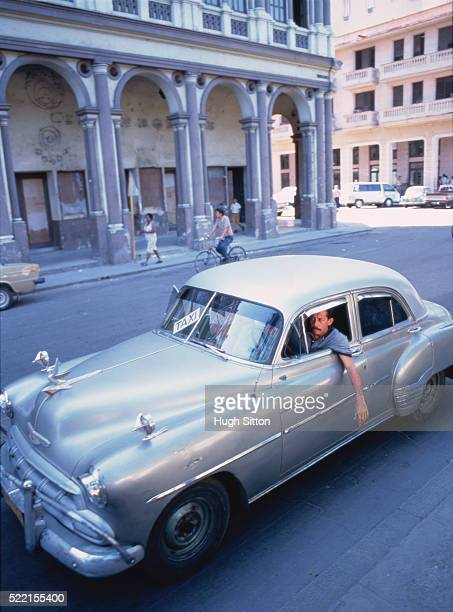 vintage cab in havana - hugh sitton stock pictures, royalty-free photos & images