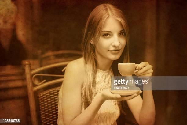 ragazza vintage cafè - modella per artisti foto e immagini stock