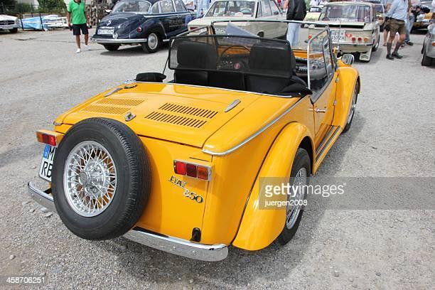 auto d'epoca fiat 850 - un singolo oggetto foto e immagini stock