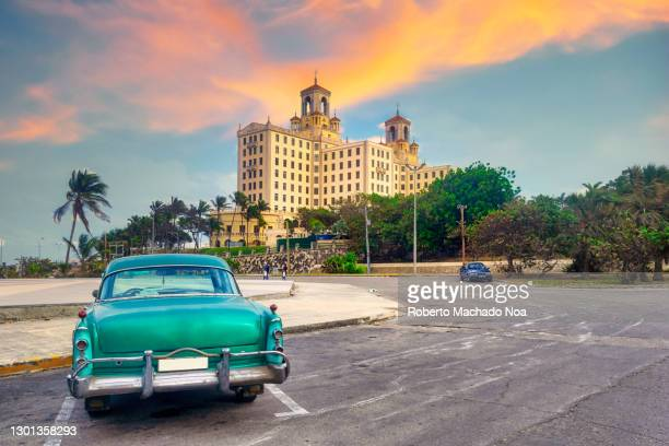 vintage car in the hotel nacional de cuba, havana city - cultures stock pictures, royalty-free photos & images
