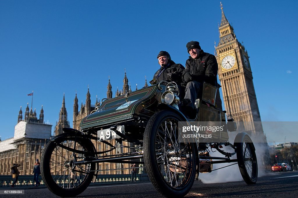 TOPSHOT - A vintage car is driven past the Houses of Parliament in Westminster shortly after beginning the 120th 'Veteran Car Run' from Hyde Park in London, to Brighton in southern England, on November 6, 2016. Around 600 classic cars took part in the annual 60 mile journey to the south coast resort. / AFP / JUSTIN