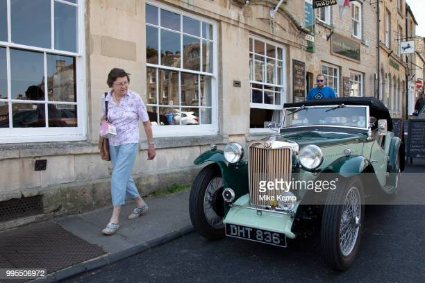 Vintage car outside The Talbot pub and restaurant in Stow on the Wold in The Cotswolds United Kingdom StowontheWold is a small market town and civil...