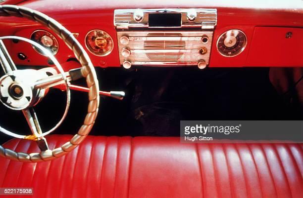 vintage car with red seats - hugh sitton - fotografias e filmes do acervo