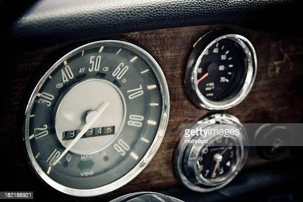 Vintage-cockpit, Tachometer