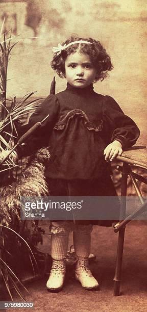 ビンテージかわいい女の子 - 1900~1909年 ストックフォトと画像