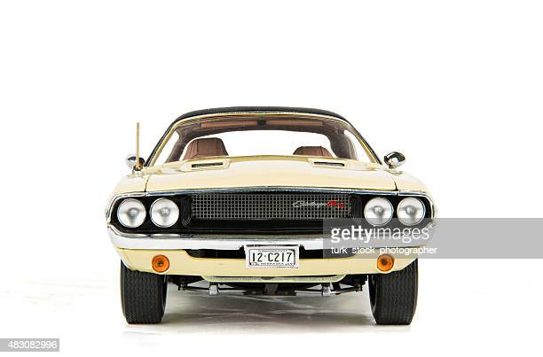 vintage dodge challenger car 1970 - 1970s muscle cars stock pictures, royalty-free photos & images