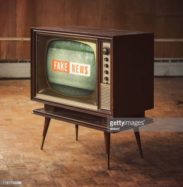 vintage fake news - fake news photos et images de collection