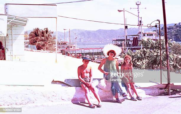 vintage family on summer vacations. - archive stock pictures, royalty-free photos & images