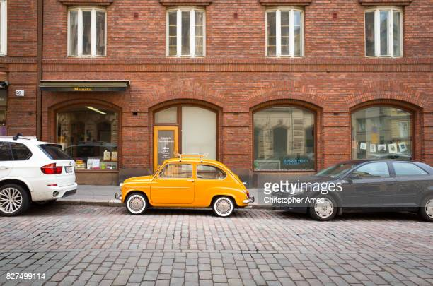vintage fiat 500 in helsinki city centre - street stockfoto's en -beelden