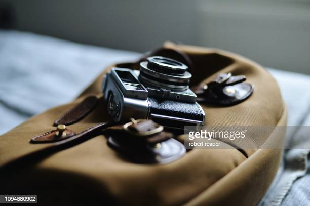 vintage film camera and bag - photojournalist stock pictures, royalty-free photos & images