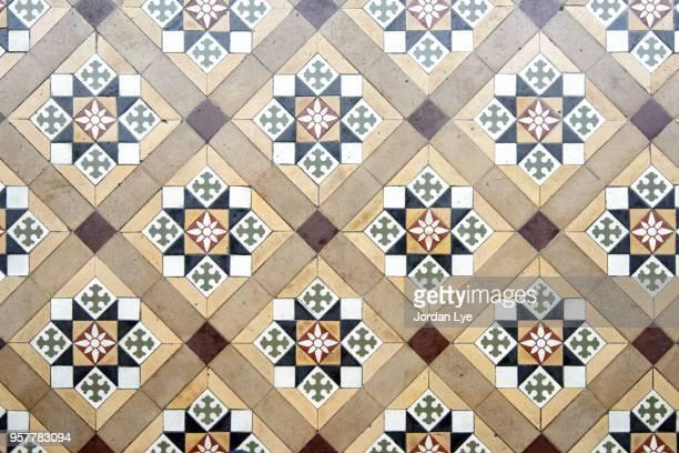 vintage floor tiles - suelo embaldosado fotografías e imágenes de stock
