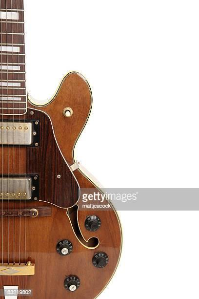 Vintage-Gitarre isoliert auf weiss