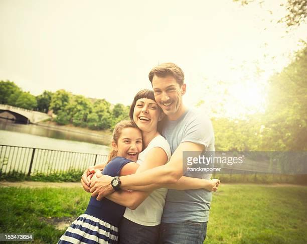 vintage famille heureuse à l'extérieur