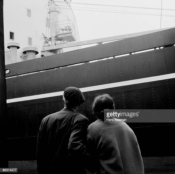 vintage image of a couple staring at a cruise ship - valparaiso chile stock pictures, royalty-free photos & images