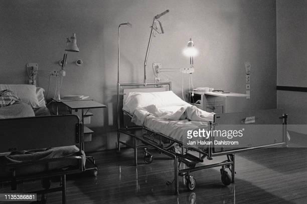 vintage image of hospital bed - siglo xx fotografías e imágenes de stock