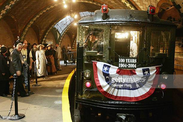 A vintage 'Low V' subway car departs the original City Hall station now closed during the 100th anniversary of the New York subway October 27 2004 in...