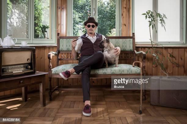 Vintage-Mann Porträt mit seinem Hund