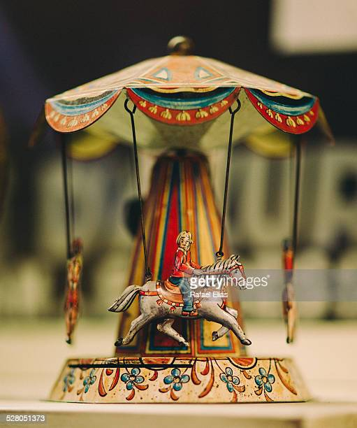 vintage miniature carousel - kunsthändler stock-fotos und bilder