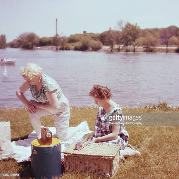 vintage mother and daughter at picnic - 1961 stock pictures, royalty-free photos & images